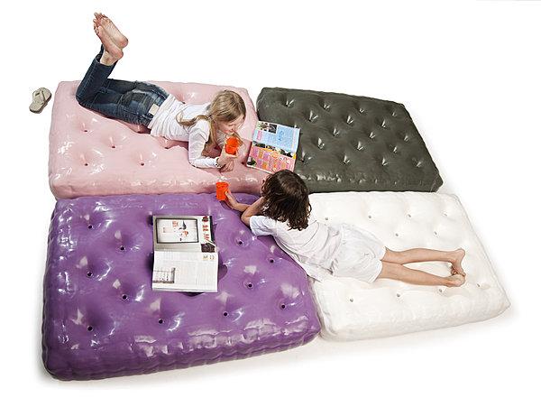Idée cadeau : un matelas gonflable pour votre enfant